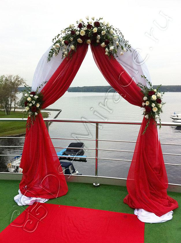 Свадебные арки в красном цвете
